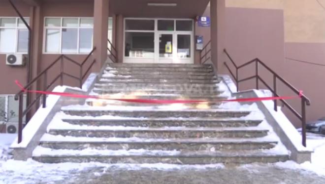 Akulli mbyll hyrjen e Emergjencës në QKUK (VIDEO)