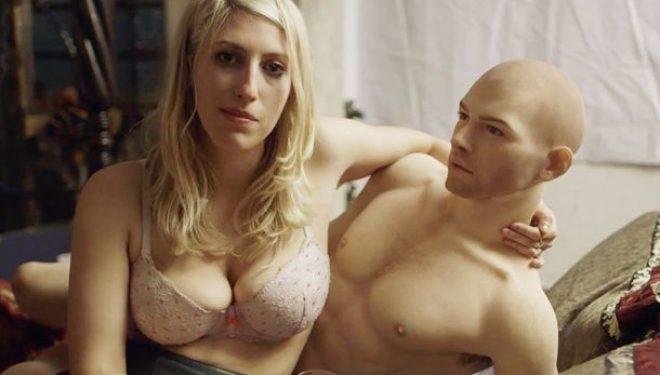 Kjo grua tregon se si është të bësh seks me një robot që duket si i gjallë (Video/Foto +16)