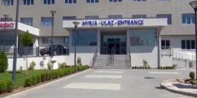 """Flamuri amerikan hiqet nga Spitali i Vushtrrisë """"Sheikh Zayed"""" (FOTO)"""