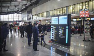 """Aeroporti """"Adem Jashari"""" me nxitje të reja për kompanitë ajrore, përgjysmon çmimet e shërbimeve"""
