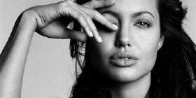Jolie thyen heshtjen për nënën e saj