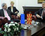 Hahn: Ivanov ta rishikojë vendimin, të pranohet shumica parlamentare