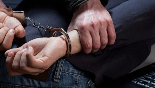 U kap me drogë, pranga, fishekë dhe sprej – një muaj paraburgim