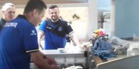 Kush po përgatit kafe për futbollistët e Kosovës? (VIDEO)
