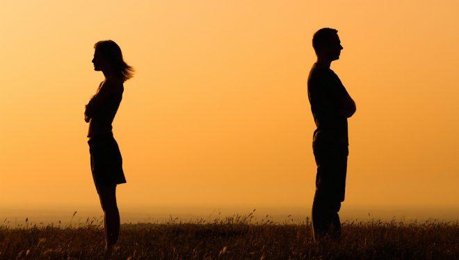 Femrat apo meshkujt? Shkenca tregon se kush e përjeton ndarjen më shumë