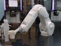 Në këtë kafene, kafja porositet me aplikacion e shërbehet nga roboti (Video)