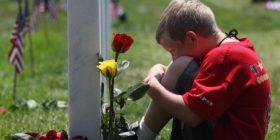 Mediat italiane rrëfim për dy fëmijë shqiptarë: Ja si ulërinin pasi vizituan varrin e nënës
