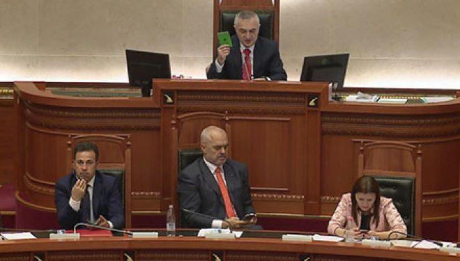 """Drejtësia """"mbledh"""" mazhorancën, 88 vota në Kuvend (Video)"""