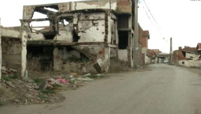 """Shtëpitë e braktisura te """"Dheu i Bardhë"""" janë kthyer në kërcënim për qytetarët (Video)"""