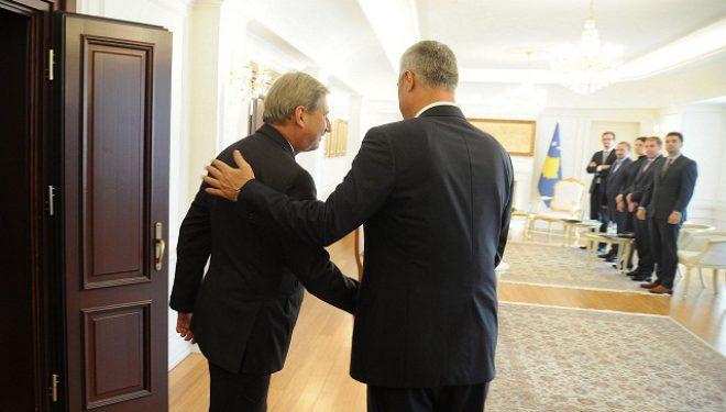 Thaçi sot takohet me Hahn dhe presidentin Tusk