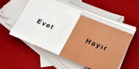 Turqit votojnë për ndryshimet kushtetuese