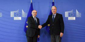 Komisioneri për Migrim vlerëson lartë progresin kundër korrupsionit në Kosovë