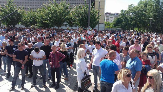 Mijëra të pranishëm në hapjen e fushatës së koalicionit PDK-AAK-Nisma