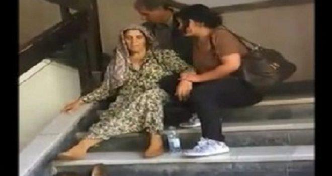 Një grua në gjendje jo të mirë, pret në shkallë të QKUK'së dhe askush nuk e ndihmon (Video)