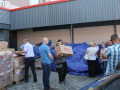 Mërgimtari nga Drenasi ndan 100 pako ushqimore për familjet në nevojë