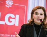 """Monika Kryemadhi ironi me Saimir Tahirin: E përshëndes me këngën """"Mos pi mall, bëj palestër"""""""