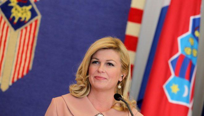 Presidentja e Kroacisë në Tiranë: Hiquani vizat kosovarëve