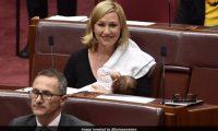 E pazakontë, senatorja ushqen me gji foshnjën në Parlamentin e Australisë