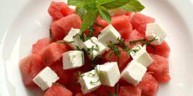 Sallatat më të shijshme të verës (Foto)