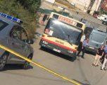 """Dëshmitarët thonë se autobusi shkeli gruan tek """"Mati 1"""", rruga pa trotuar"""
