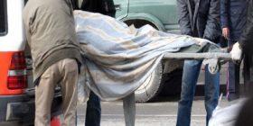 Bie nga ballkoni, vdes i riu në Tiranë