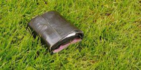19- vjeçari vjedh portofolin në rrugë, kur e hap nuk e do më veten