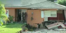 """Toka """"gëlltit"""" dy shtëpi për 60 sekonda (Video)"""