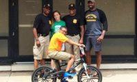 Dikush i vodhi biçikletën, policia e befason 12 vjeçarin me një të re!