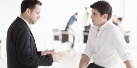 Truk psikologjik të cilin duhet ta aplikoni: Si ta qetësoni armikun