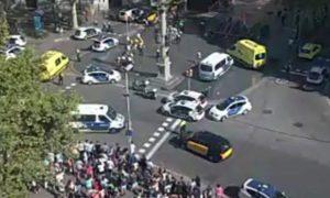 Tmerr në Barcelonë: Furgoni godet turmën e njerëzve