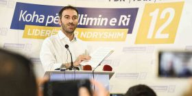 Stavileci godet Shpend Ahmetin: Prishtina ka nevojë për punë, e jo për 'kukuvajka' të Facebook'ut