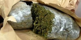 Në një shtëpi në Prishtinë zbulohen 5 kg marihuanë, i dyshuari arratiset