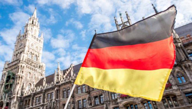 Avokati gjerman kosovarëve: Mos tentoni të punoni me viza turistike
