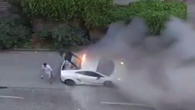 Shokuese: Momenti kur Lamborghini merr flakë mes rrugës (Video)
