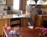 Burri i vendos kamera për të parë gruan e tij në shtëpi (VIDEO)