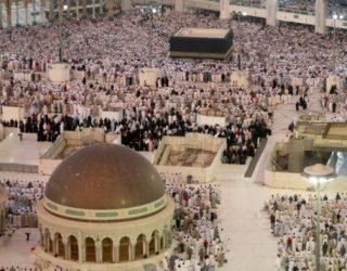 Dy milionë besimtarë myslimanë në Mekë