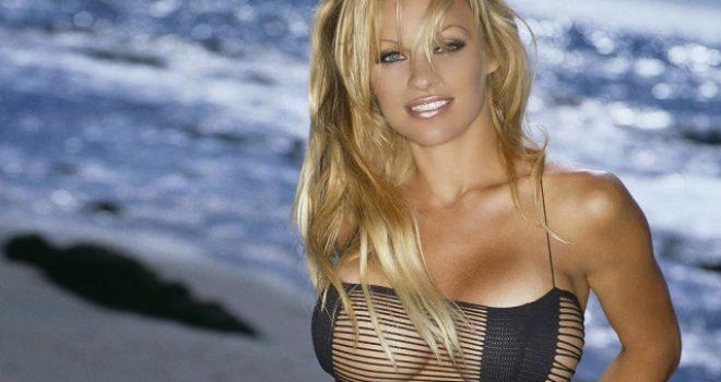Pamela Anderson në formë fantastike, pavarësisht moshës që ka (FOTO)