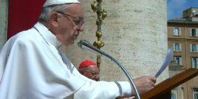 Papa i thirri në drekë të burgosurit, 2 ikën