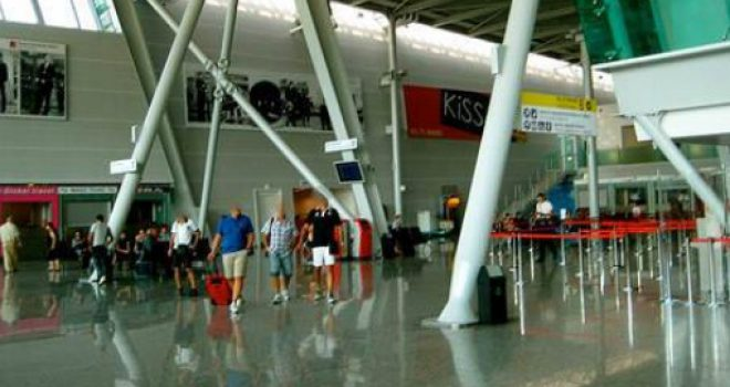Kosovarët shtojnë udhëtimet me aeroplan
