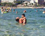 Vera e 'çmendur', çiftet që u kapen mat duke bërë seks në plazh (Foto +18)
