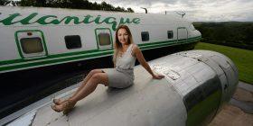 Shpenzon 30 mijë funte për ta shndërruar aeroplanin në një sallon luksoz të bukurisë (Foto)