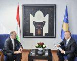 Kryeministri Haradinaj priti ambasadorin e Hungarisë, Laszlo Markusz