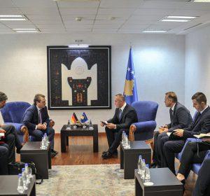 Kryeministri Haradinaj priti ambasadorin, Ossowski