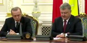 """Presidentin turk e zë """"gjumi"""" gjatë konferencës së përbashkët me homologun ukrainas (Video)"""