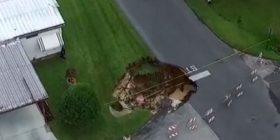 Shfaqet gropa misterioze në mes të rrugës, askush nuk po e di se si është hapur (Video)