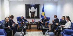 """Kryeministri Haradinaj priti në takim pronarët e """"Air Energy"""""""