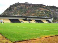 Biletat shumë të shtrenjta, tifozët zgjedhin kështjellën mbi kodër për ta parë ndeshjen (Foto)