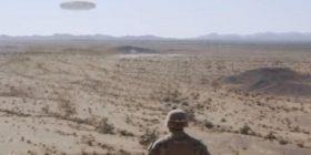 """Marinsat amerikanë filmojnë """"UFO-të"""" në shkretëtirë, qëndruan të habitur derisa fluturakja thithte rërën (Video)"""