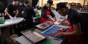 Hapet restoranti në të cilin punojnë personat e prekur me HIV, edhe kuzhinieri kryesor është i infektuar me virus (Foto/Video)