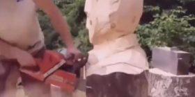 Mori motosharrën në dorë dhe nga druri realizoi portretin e Elvis Presley (Video)